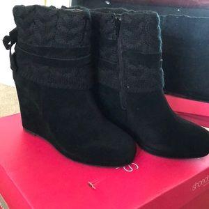 Black hedge heel boots